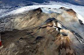 Area craterica sommitale dell'Etna, ripresa da Sud-Est. Foto di M. Neri.
