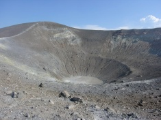 Il cratere de La Fossa di Vulcano (foto di G. De Astis).