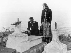 """Mario Vitale e Ingrid Bergman in una scena del film di Roberto Rossellini """"Stromboli, terra di Dio"""" (1950), https://it.wikipedia.org/w/index.php?curid=2566412"""