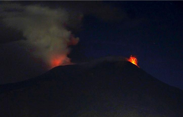 Crateri sommitali Etna da sud-est, attività stromboliana