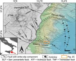 Inquadramento strutturale della zona oggetto di studio. Il rettangolo arancione indica l'area in cui e stata installata la rete per la misura dei movimenti lenti del fondale marino. Figura tratta da Urlaub et al. (2018).