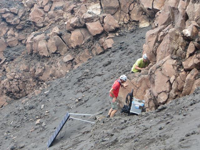 Stromboli installazione stazione sismica Braun 2_low
