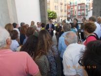 Figura 3 – Il gruppo in piazza Plebiscito, sotto i portici della basilica di S. Francesco di Paola.